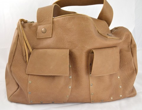 Front of the natural handbag with zip .