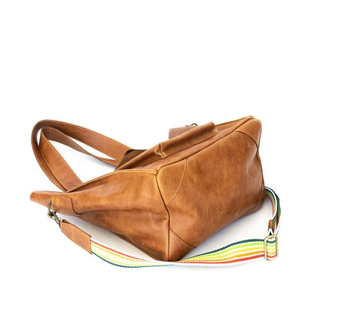 Image of the large bottom of the tote shoulderbag.