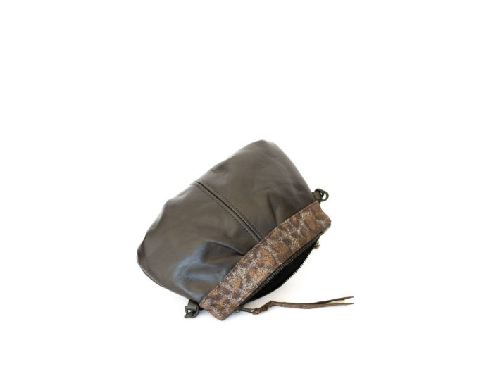 Image of the zipped opening of the brown pleated shoulder bag..
